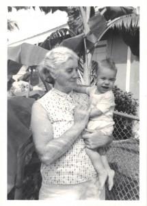 Guðrún Guðmundsdóttir, 1895-1973, með barnabarnið Þór.