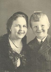 Sigurveig Guðmundsdóttir með syni sínum Jóhannesi Sæmundssyni.